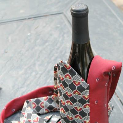 Necktie Wine Tote {Tutorial}
