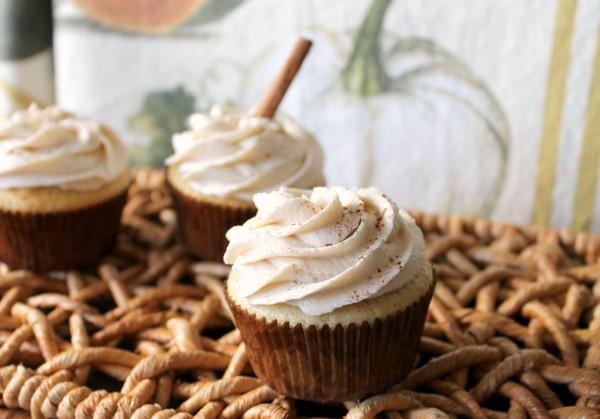 vanilla bean pear filled cupcakes