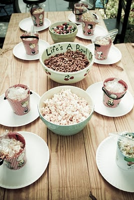 peanuts thankgiving table