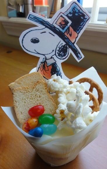snoopy-pilgrim-cupcake