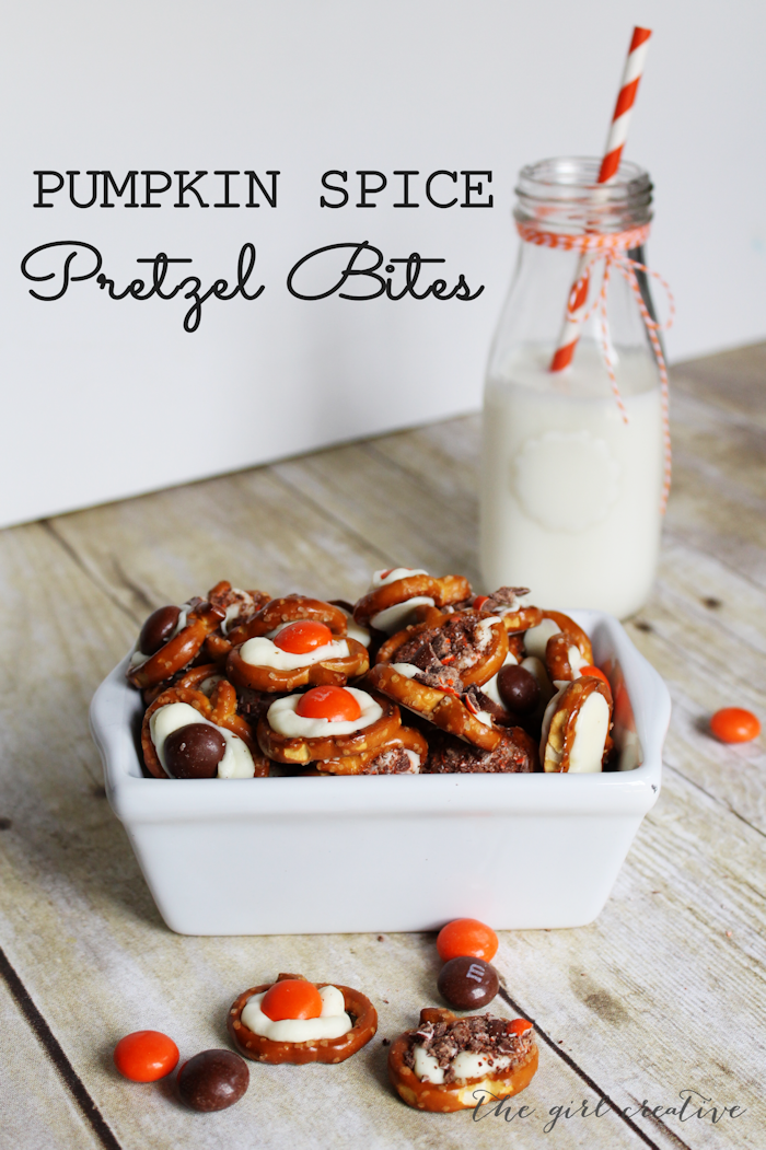 Pumpkin Spice Pretzel Bites - If you love to make bark for the holidays they you will love this twist on bark. All of the same yummy ingredients but in bite size pieces. #pumpkin recipes #bark #holidaytreats