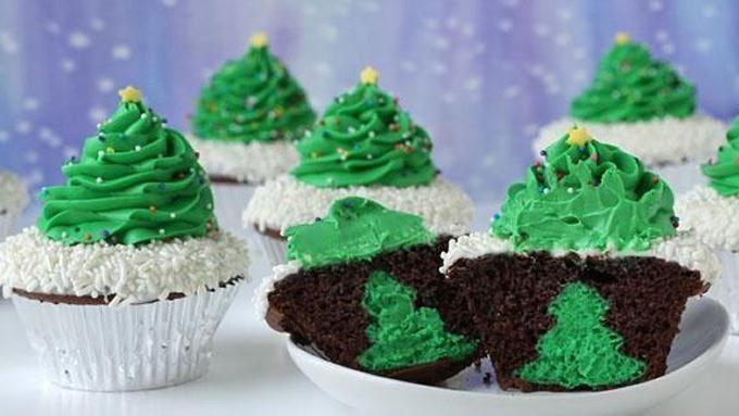 christmascookies-cheesecake stuffed christmas tree cupcakes