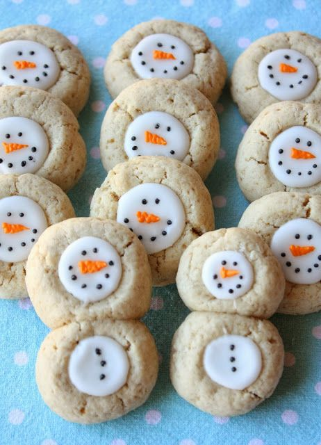 christmascookies-snowmanthumbprint