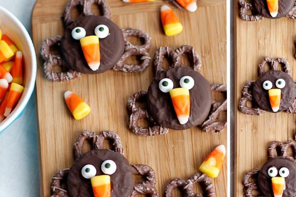 Thanksgiving Desserts-Pretzel Turkeys with Oreos
