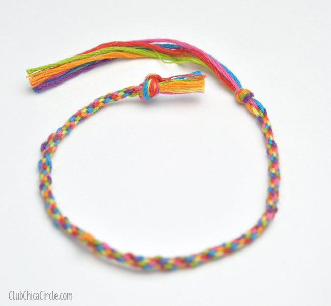 Rainbow-friendship-bracelet-craft-idea