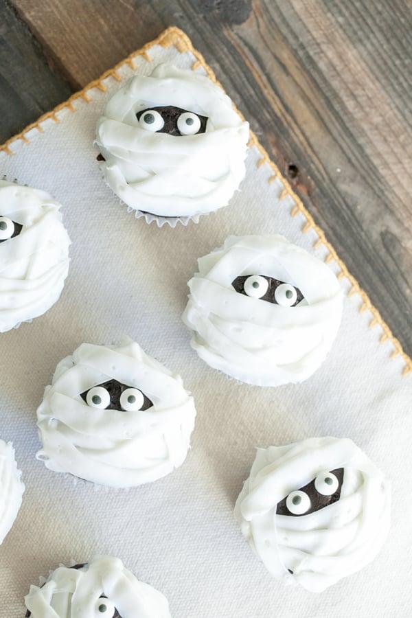 halloween - mummy cupcakes