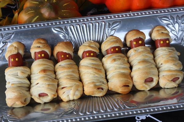 halloween - mummy dogs