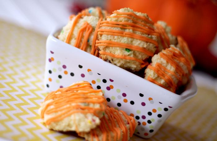 Pumpkin Cheesecake Cake Batter Cookies - The Girl Creative