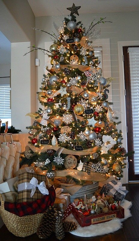 Rustic Themed Christmas Tree