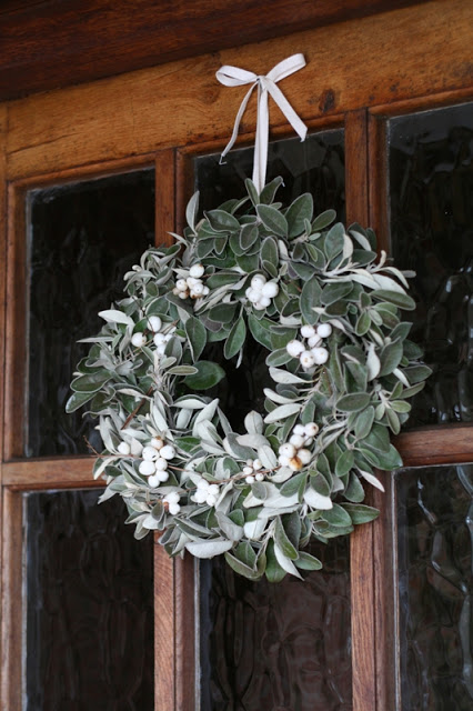 rustic-greenery and berry wreath
