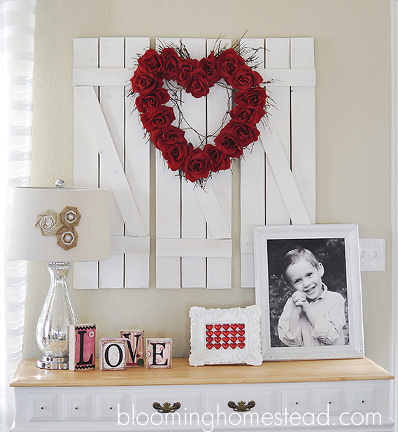 Valentine Wreath on Pallet - Blooming Homestead