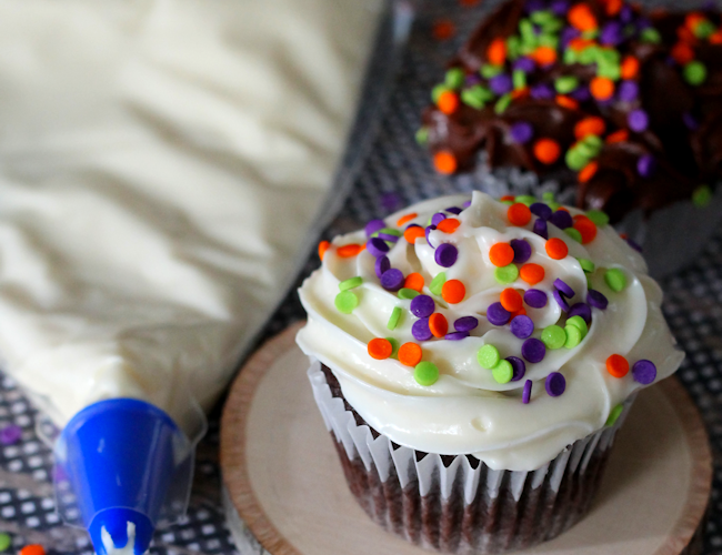 No Mess Cupcake Decorating Idea for Kids