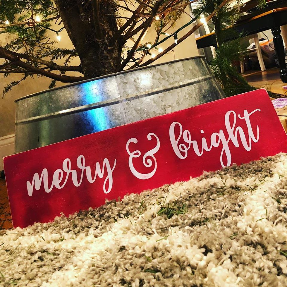 DIY Merry & Bright Sign
